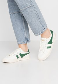 Gola - TENNIS MARK COX - Sneakersy niskie - offwhite/dark green - 0