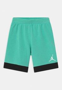 Jordan - VARSITY PATCHES SET  - Sports shorts - tropical twist - 2