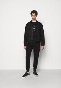 KARL LAGERFELD - CREWNECK - Sweatshirt - black - 1