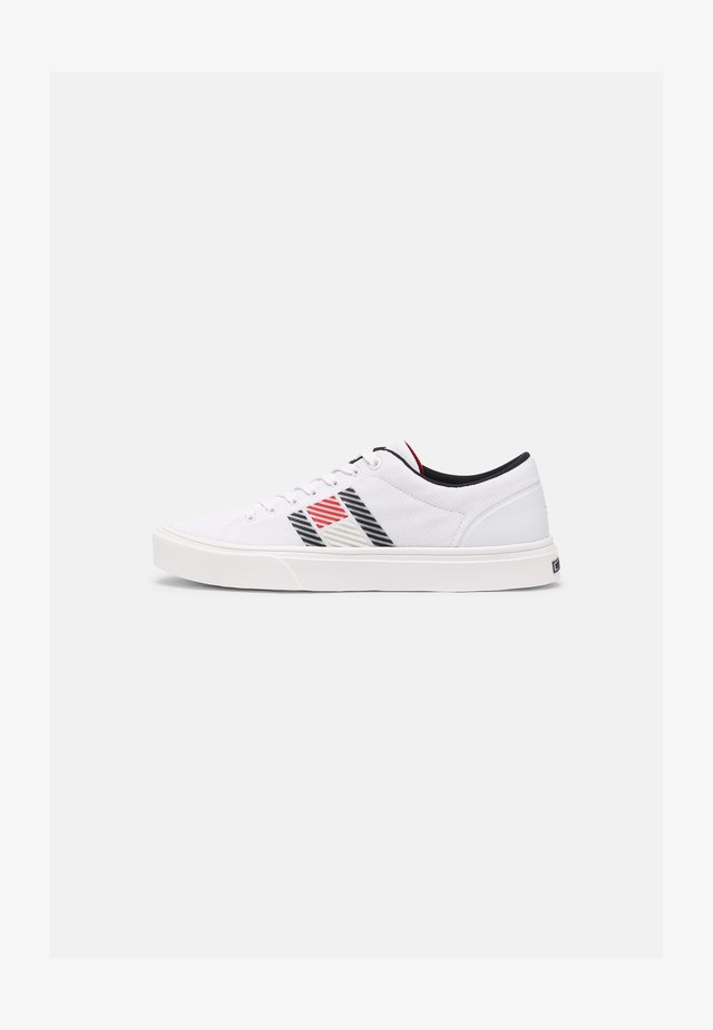 LIGHTWEIGHT STRIPES - Sneakers basse - white