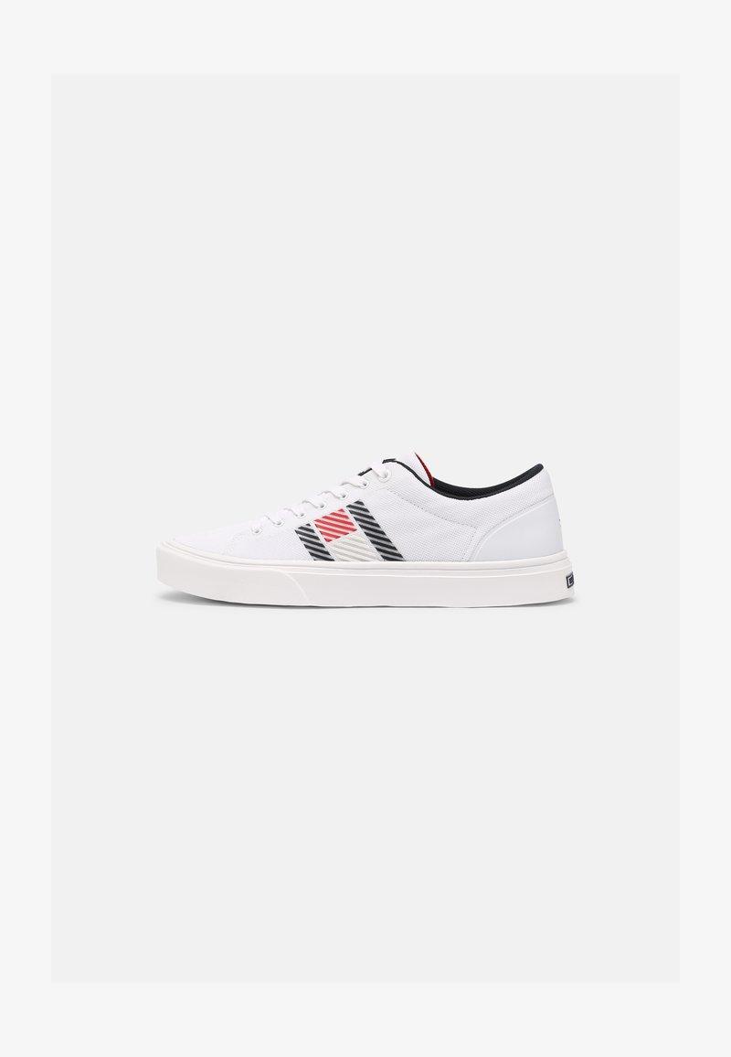 Tommy Hilfiger - LIGHTWEIGHT STRIPES - Sneakersy niskie - white