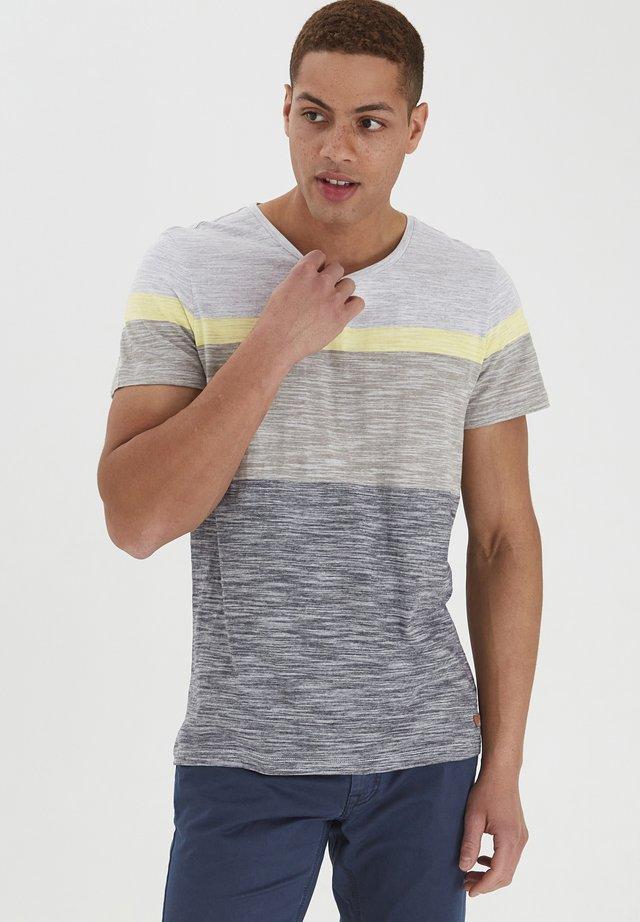 JAKOB - T-shirt print - stone mix