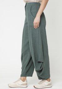 Madam-T - Pantalon classique - grün - 4