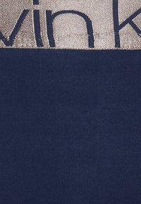 Calvin Klein Underwear - ICONIC THONG - Perizoma - new navy - 5