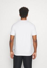 Puma - MODERN BASICS TEE - Print T-shirt - puma white - 2