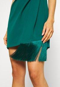 Forever New - ASSYMETRIC MINI - Koktejlové šaty/ šaty na párty - emerald - 4