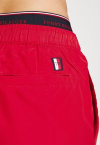 Tommy Hilfiger - LOGOLINE MEDIUM DRAWSTRING - Swimming shorts - red - 3