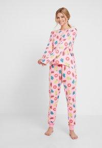 Chelsea Peers - INFLATABLE LONG SET - Pyžamová sada - pink - 0