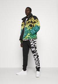 Versace Jeans Couture - BIG LOGO JOGGERS - Træningsbukser - black - 1