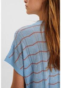 Nümph - NUDARLENE DARLENE - Print T-shirt - airy blue - 3