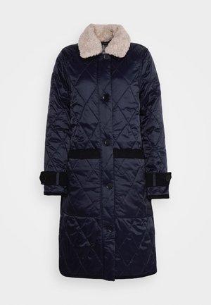 CHESTERWOOD QUILT - Klasický kabát - dark navy