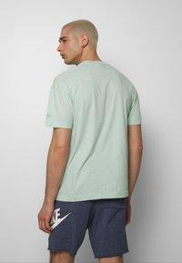 Nike Sportswear - Print T-shirt - pistachio frost - 2