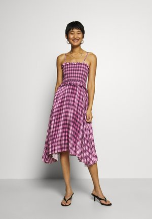 ASYMMETRIC PLEAT DRESS - Day dress - pink/burgundy