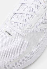 adidas Performance - RUNFALCON 2.0 - Neutrala löparskor - footwear white/silver metallic - 5