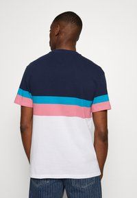 Tommy Jeans - GRAPHIC COLORBLOCK TEE - Print T-shirt - twilight navy - 2