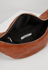 Pieces - Bum bag - cognac - 4