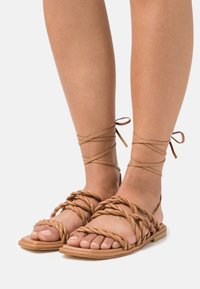 Stuart Weitzman - CALYPSO LACE UP - Sandals - tan - 0