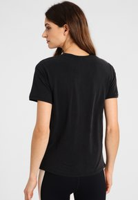 Daquïni - OLIVIA - Basic T-shirt - black - 2
