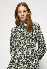 Pieces - PCFRIDINEN DRESS - Shirt dress - jadeite - 3