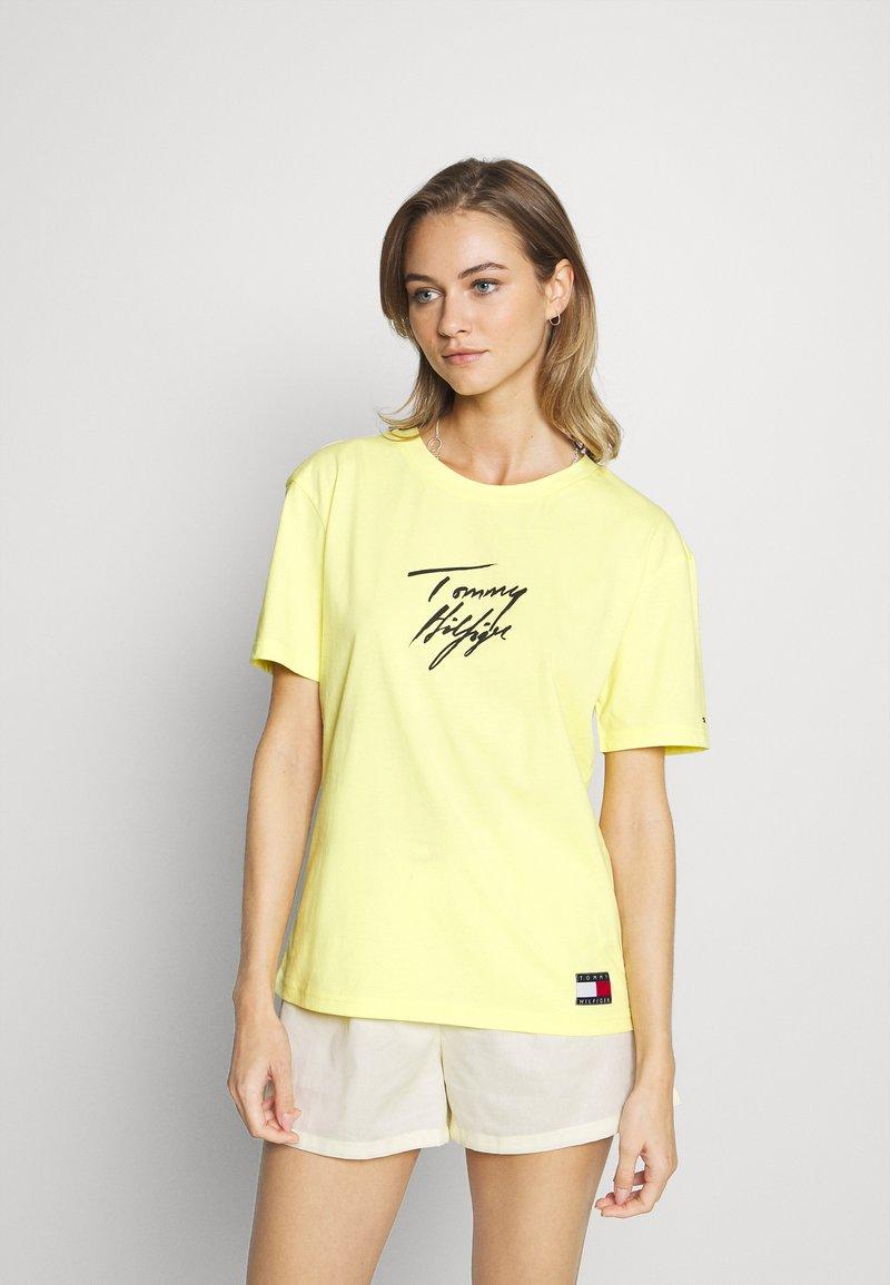 Tommy Hilfiger - TEE LOGO - Pyjama top - elfin yellow