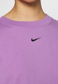 Nike Sportswear - Basic T-shirt - violet shock/black - 5