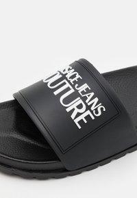 Versace Jeans Couture - SLIDE - Rantasandaalit - nero - 5
