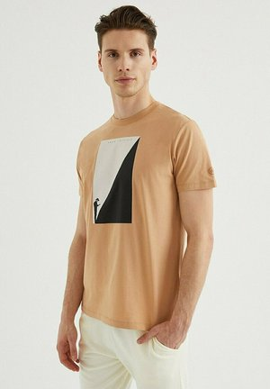 T-shirt print - indian tan