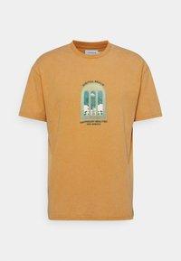 DIGI REALM TEE - Print T-shirt - mustard