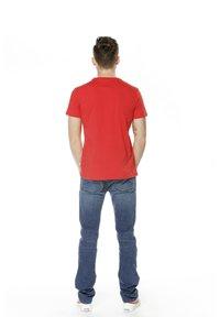 K-Way - PETE MACRO LOGO - Print T-shirt - red - 2