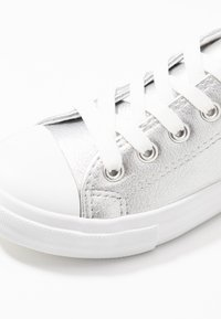 Cotton On - CLASSIC TRAINER LACE UP - Tenisky - silver metallic - 2