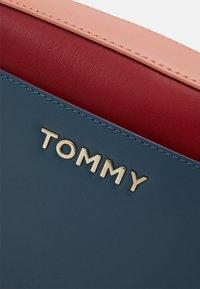 Tommy Hilfiger - ICONIC CAMERA BAG  - Across body bag - blue - 3