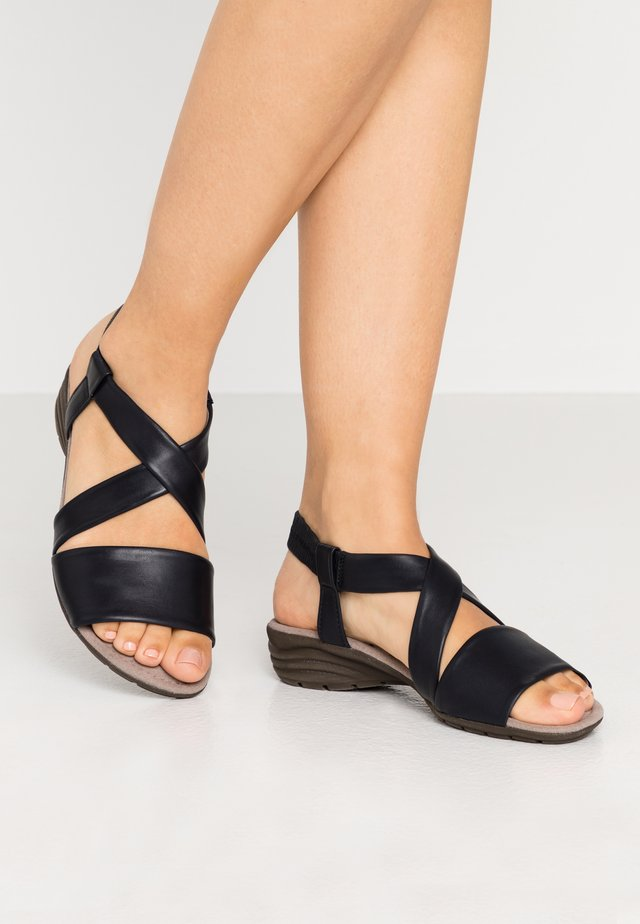 Wedge sandals - night