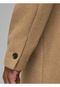 Jack & Jones - JJECOLLUM COAT  - Classic coat - khaki - 5