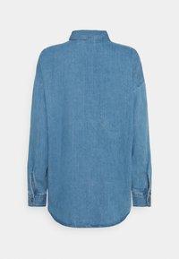 Noisy May - NMFLANNY LONG SHACKET - Skjorte - medium blue denim - 1