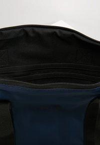 Rains - TOTE BAG RUSH - Shoppingveske - blue - 7