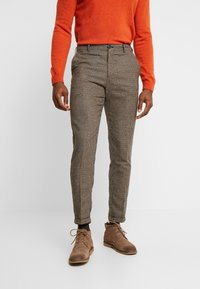 Selected Homme - SLHSLIMTAPERED FLEET PANTS - Pantalones - brownie/navy - 0