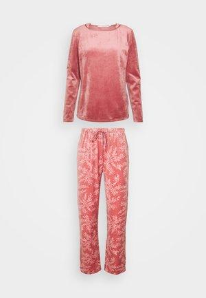Pyjamas - bricks red