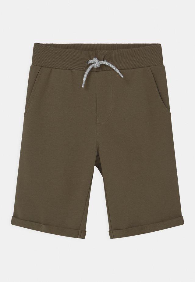NKMVERMO - Shorts - ivy green