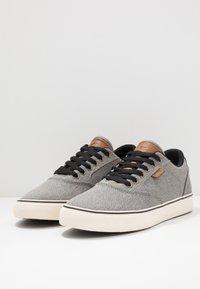 Etnies - BLITZ - Skateskor - grey/brown - 2