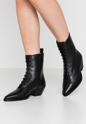 HUNTER LACE UP - Snørestøvletter - black