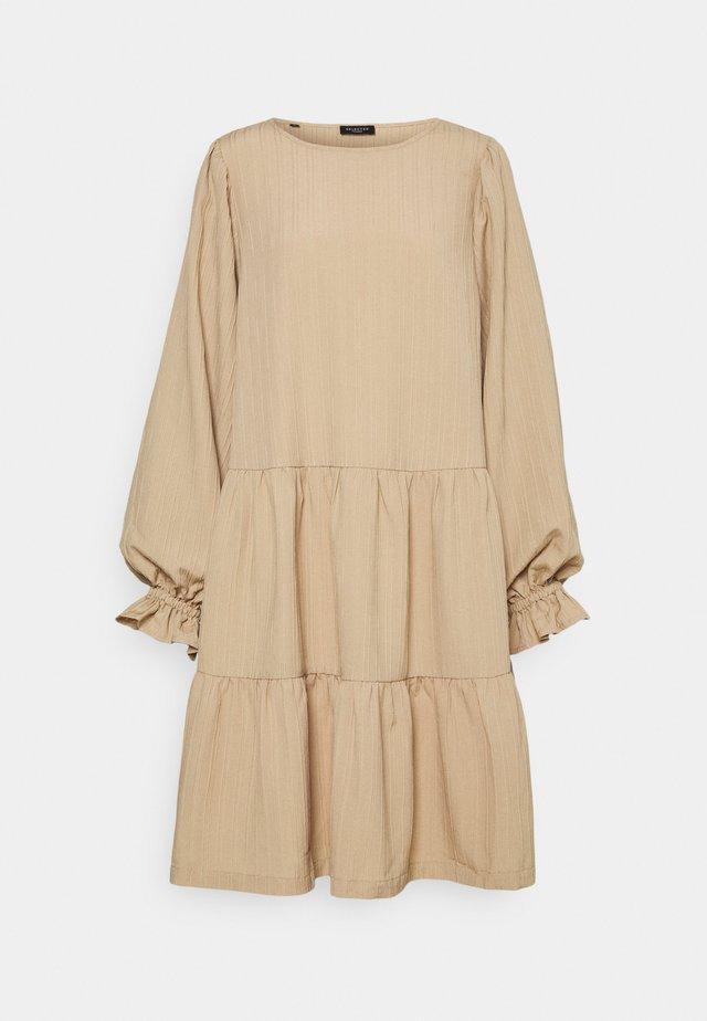SLFCATHERINE  - Korte jurk - taupe