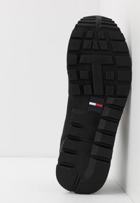 Tommy Jeans - LIFESTYLE  - Sneakersy niskie - black - 4