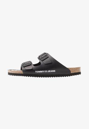 BUCKLE - Domácí obuv - black
