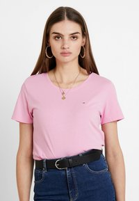 Tommy Jeans - SOFT TEE - Basic T-shirt - pink - 0