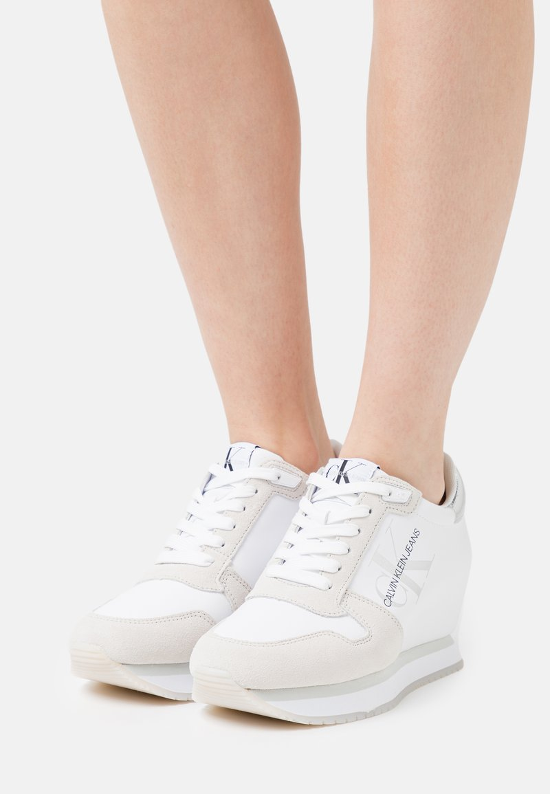 Calvin Klein Jeans - WEDGE LACEUP - Trainers - bright white