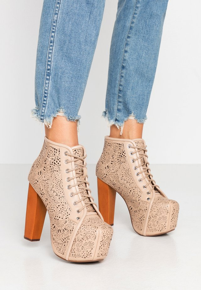 LITA CUT - Kotníková obuv na vysokém podpatku - tan