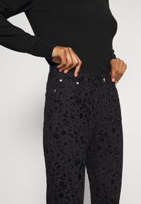 Desigual - PANT WALLPAPER - Jeans slim fit - black - 4