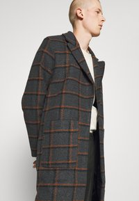 Another Influence - BLAKE LONGLINE CASUAL OVERCOAT - Classic coat - charcoal - 5