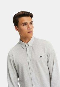 WE Fashion - SLIM FIT - Camicia - light grey - 4