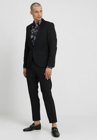Twisted Tailor - HEMINGWAY SUIT - Completo - black - 1
